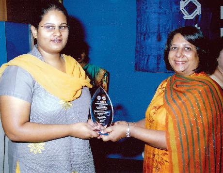 Dr. Gita Piramal felicitating student