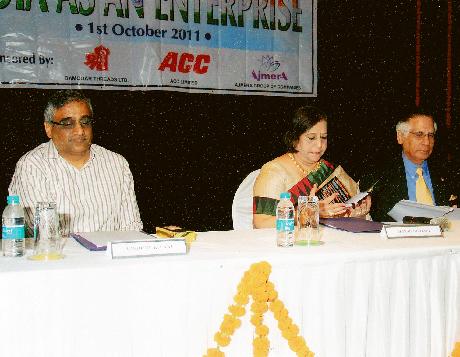 L to R - Mr. Kishore Biyani, Ms. Manju Nichani, Mr. Kishu Mansukhani