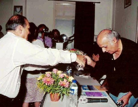 Mr. G T Balani welcomes Mr. Mahesh Bhatt