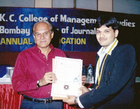 Mr. Harsh Mariwala giving Certificate to Mr. Vivek Bhatt